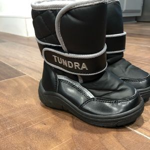Snow Shoes (Black) - Toddler size 8. Brand: Tundra